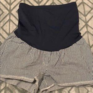 Gap maternity Shorts!